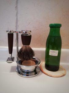 Rasierhobel mit Pinsel und Seife