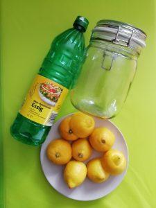 Essig, Zitronenschalen und Einmachglas