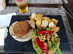Caminho Portugues Tag 7 - Hamburger mit Kartoffeln